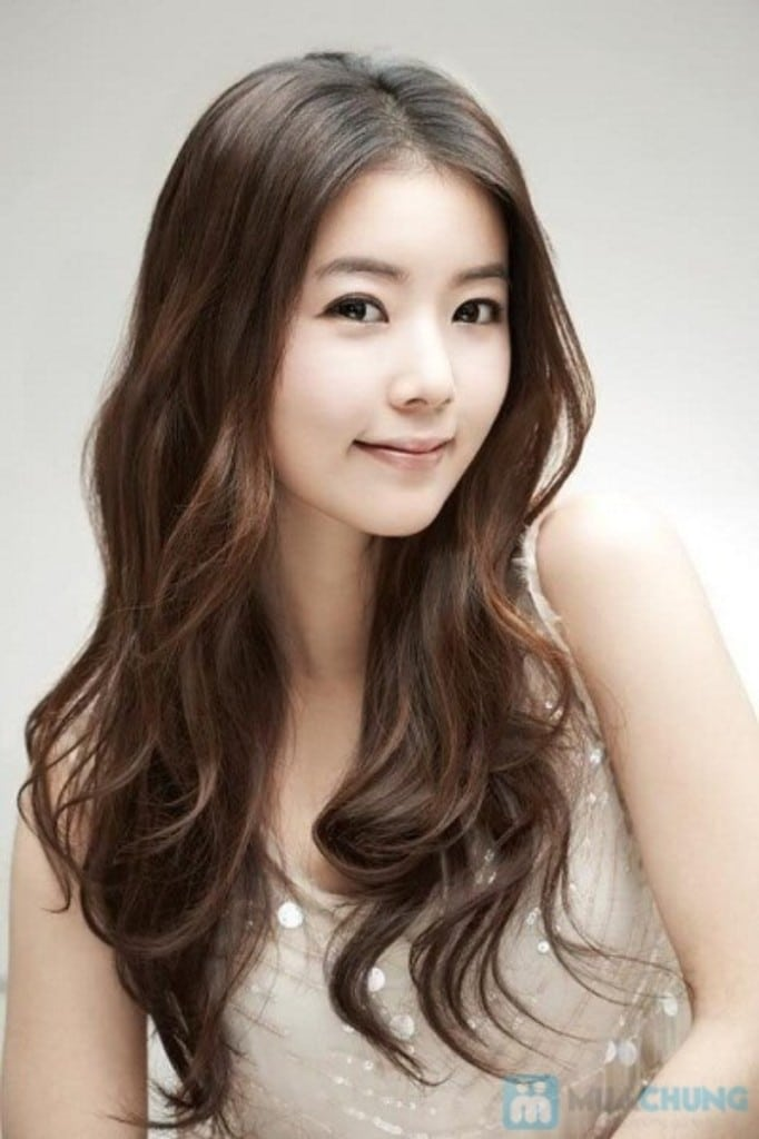 Loose Waves With Highlights Credit Thefashiontime Com